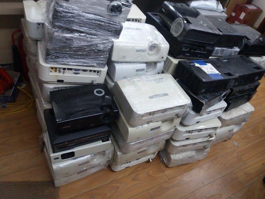 Nhiều đơn vị thu mua máy chiếu với giá rất thấp