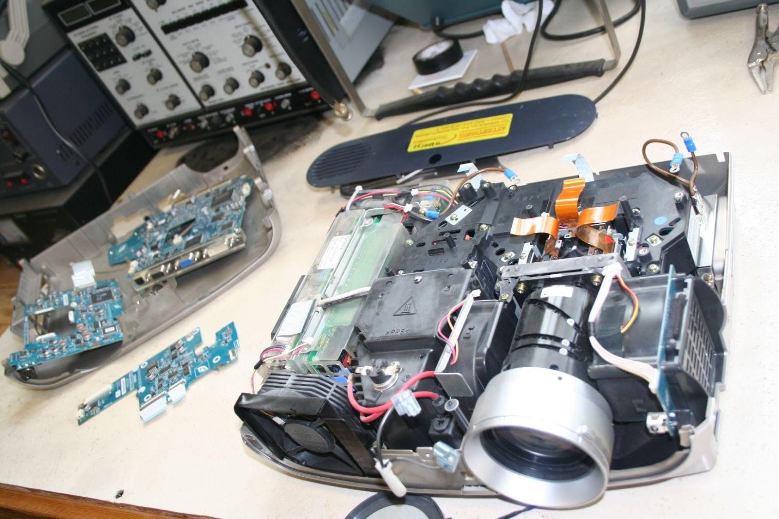 VinaPC là đơn vị chuyên sửa chữa và khắc phục các lỗi máy chiếu
